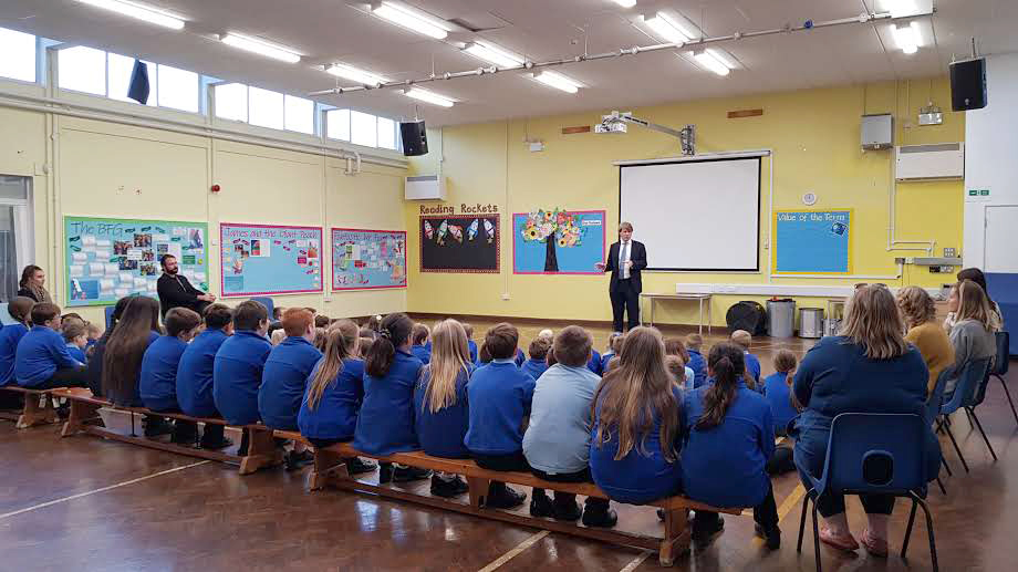 MP Chris Skidmore at Parkwall Primary in Cadbury Heath